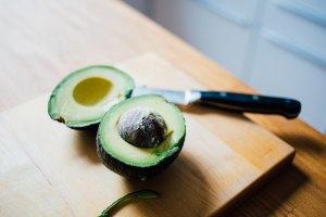 avocado-fruits-low-in-sugar